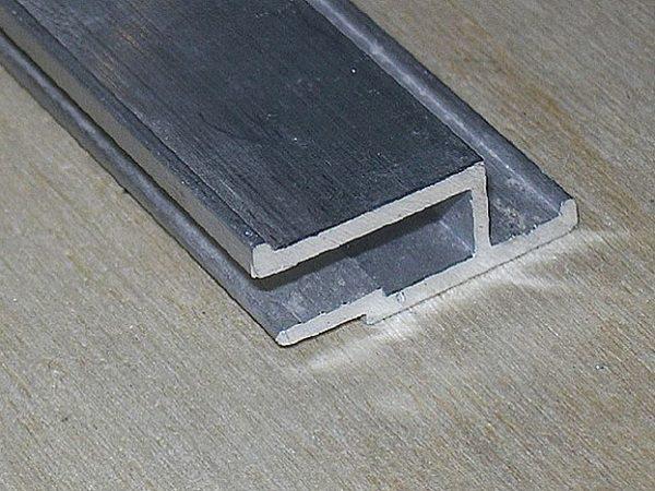 Образец стеновой алюминиевой галтели для подвесных потолков