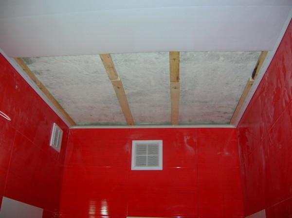 Деревянный каркас для обшивки потолка пластиком