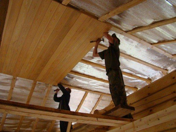 Как подшить потолок вагонкой? Попробуем разобраться...