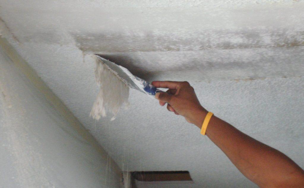 Очистка потолка от старого покрытия