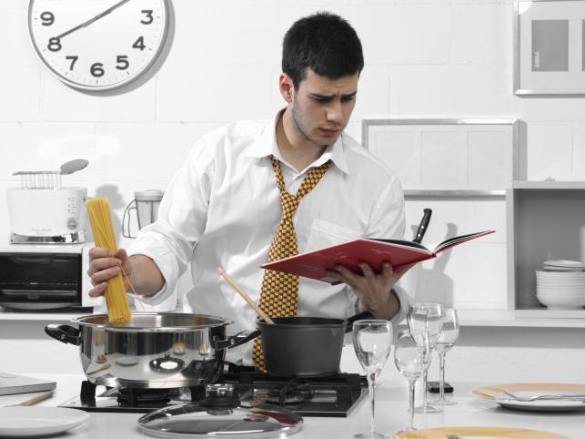 Кухня предполагает приготовление еды, а это в свою очередь приводит к высокой влажности помещения