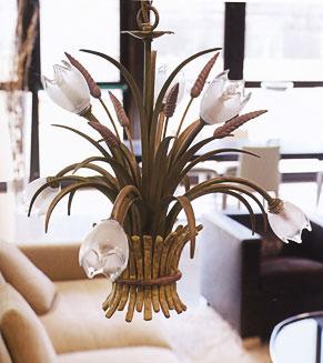 Оригинальная люстра в стиле флористика