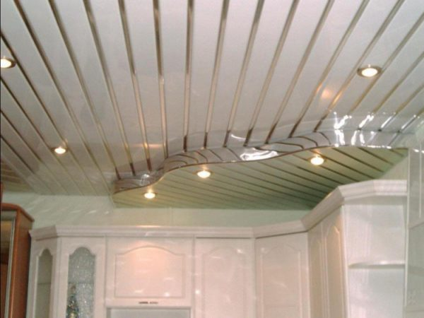 Оригинальный двухуровневый реечный потолок