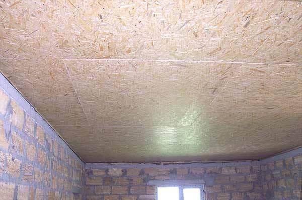 Потолок из осб перед отделкой