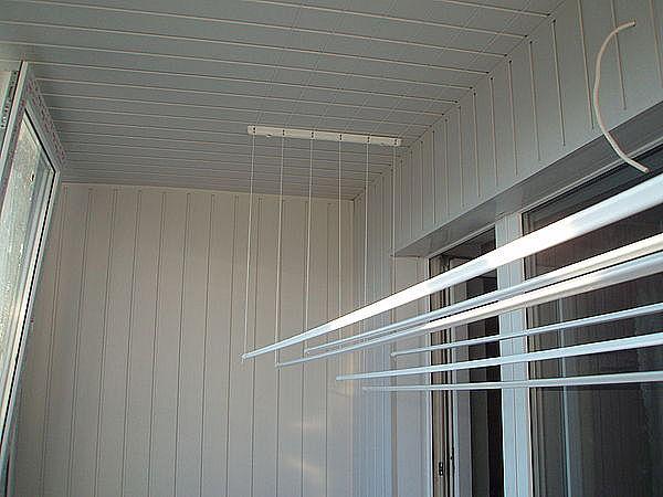 Потолочная сушка для белья на балконе