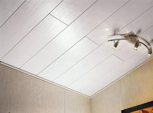 Отделка потолка и стен пластиком.