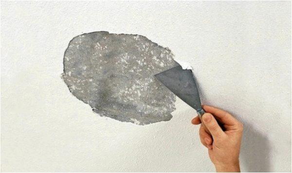 Отслаивающуюся краску необходимо удалить вне зависимости от ее типа