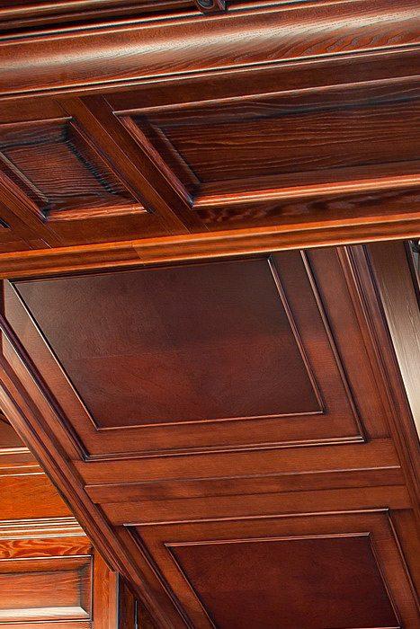 Облицовка потолка эксклюзивными деревянными панелями