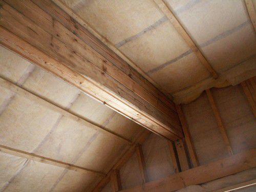 Правильная пароизоляция деревянного дома надежно оберегает теплоизоляционный слой, что способствует отличному сбережению тепла в коттедже и предотвращает образование конденсата на деревянных поверхностях строения