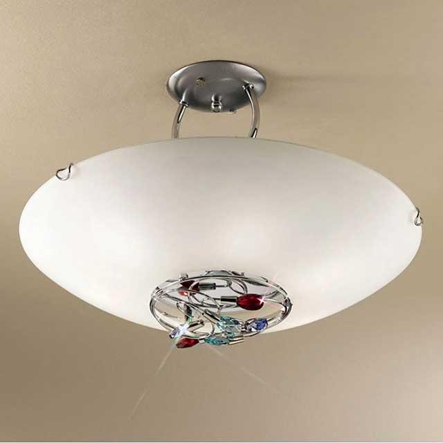 Плафон должен иметь достаточно длинный подвес. Исключение - светильники, в которых используются светодиодные лампы.