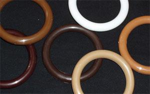 Пластиковые элементы крепления занавесок могут быть любого цвета