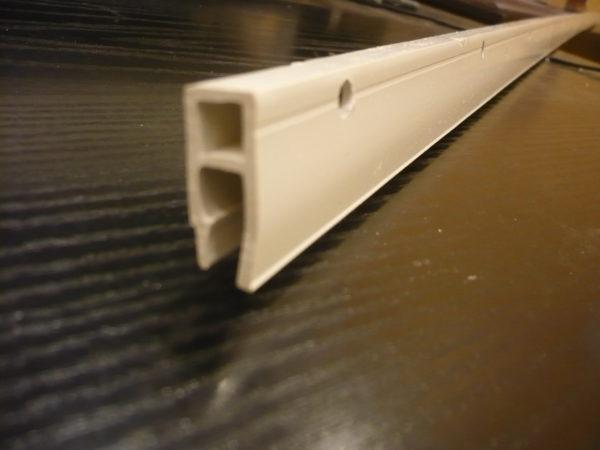 Пластмассовый потолочный багет для натяжных потолков