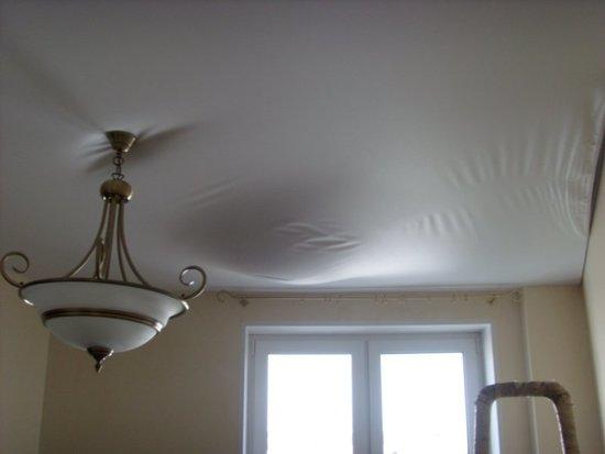 Узнайте, почему провисает натяжной потолок и что можно сделать своими руками, если случился допустимый провис: фото - и видео - инструкция
