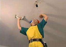 Подготовка потолка из гипсокартона к покраске. Ошкуривание поверхности