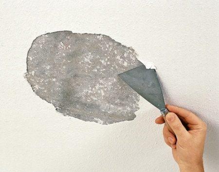 Как помыть потолок: способы и средства