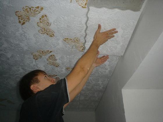Подрезанные элементы не должны упираться в стену, оставляйте зазор примерно в 10 мм