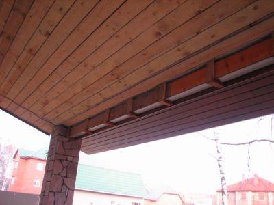 Потолок из деревянной доски