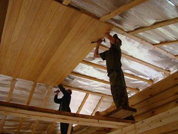 Как обшить потолок с деревянным каркасом