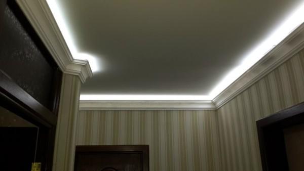 Подсветка подпотолочного плинтуса