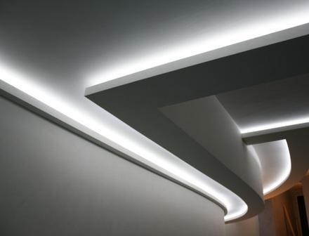 Подвесной потолок с подсветкой – красивый вид всего помещения.
