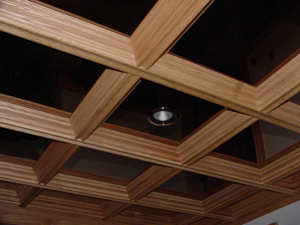 Один из вариантов стеклянного потолка с деревянным каркасом