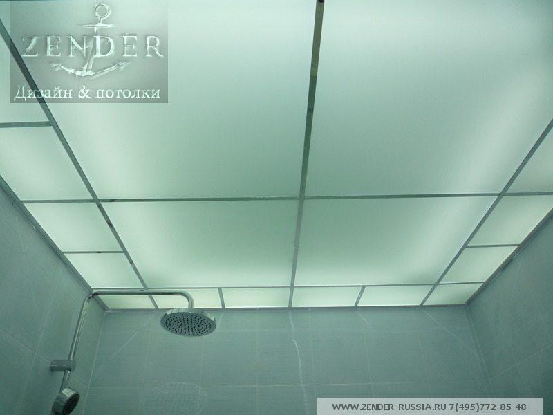 Последние две особенности делают стеклянный потолок особенно выигрышным решением для ванн и душевых.