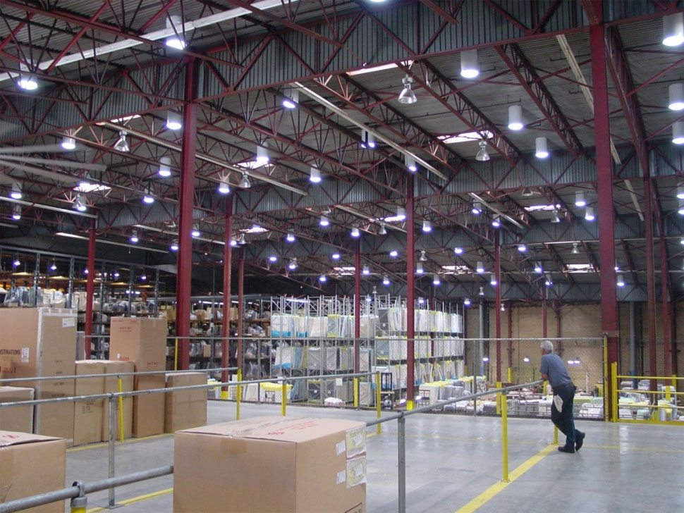 Светильники подвесные потолочные промышленные предназначены для складских и производственных помещений, ангаров и цехов, а также спортивных сооружений высотой до 12 м.