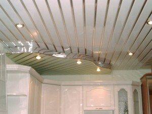 Двухуровневый алюминиевый реечный подвесной потолок