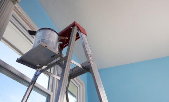 Технология окраски потолка проста