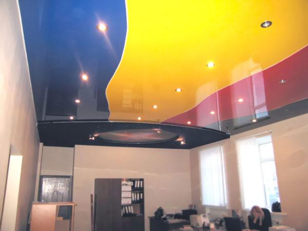 Полихромный потолок.