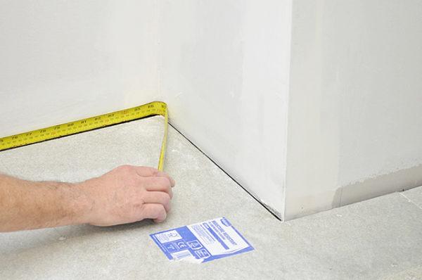 Помещение со сложной конфигурацией проще всего разбить на прямоугольные участки и суммировать их площадь