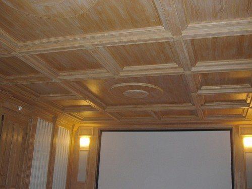 Экономичные трехслойные панели состоят из дорогостоящего лицевого слоя ценной древесины и 2 последующих слоев из ели или сосны