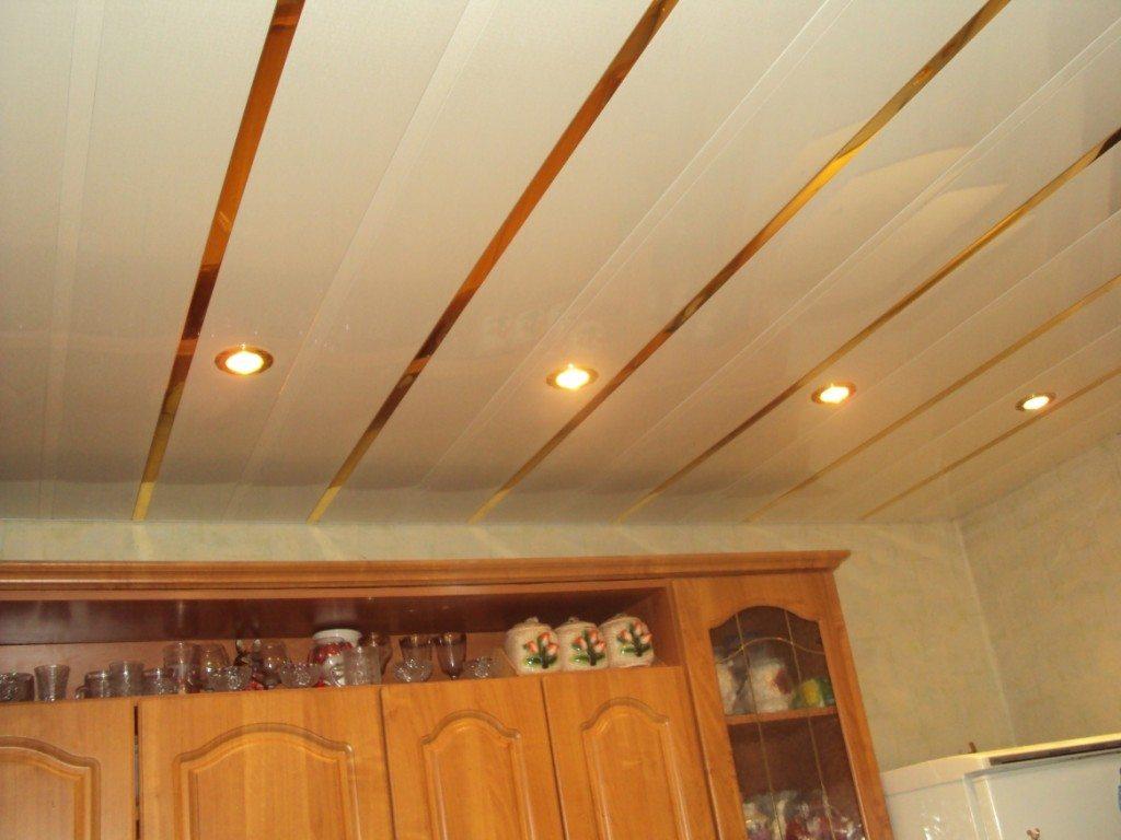 Реечный потолок со встроенным светом
