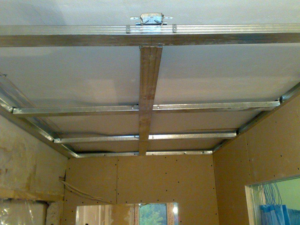 Каркас подвесного потолка в прихожей