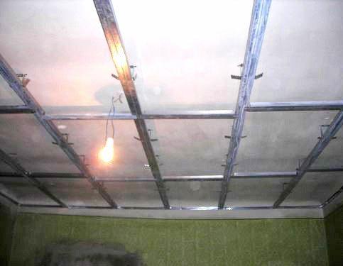 Профильный каркас первого яруса подвесного потолка с ребрами жесткости