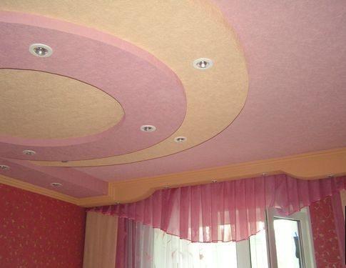 Сложный многоуровневый потолок из гипсокартона для спальной комнаты с подсветкой