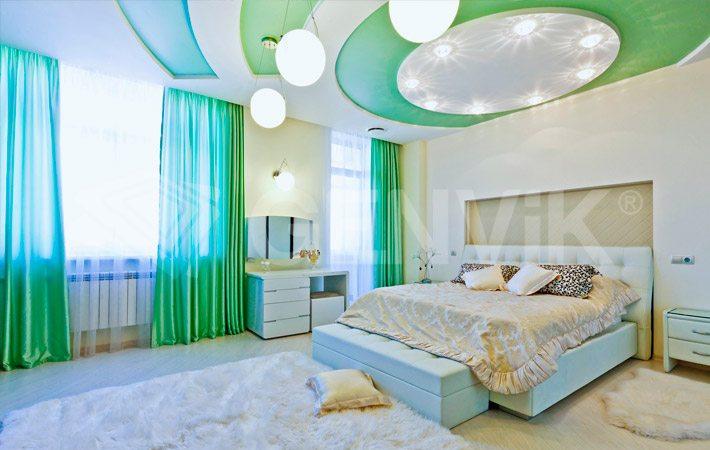 Потолки в спальне натяжные. Сатин