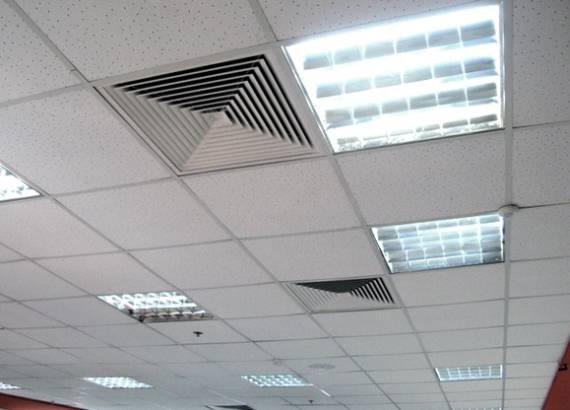 Такие потолки достаточно привлекательно выглядят.