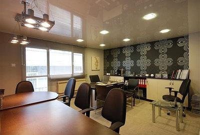 Натяжной потолок придаст офису респектабельный вид
