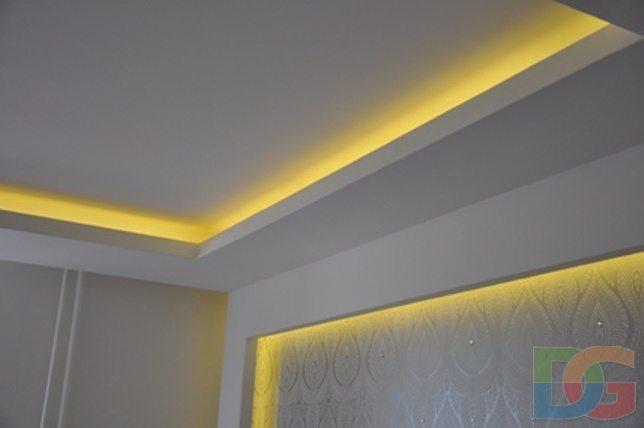 Типичное применение светодиодной ленты - скрытая подсветка потолка.