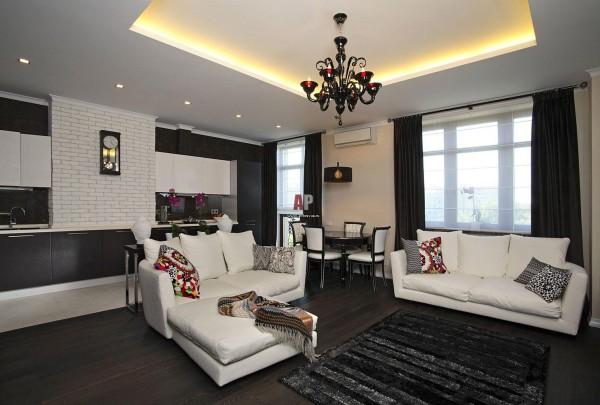 Комбинация общего и встроенного освещения станет для зала наиболее оптимальной