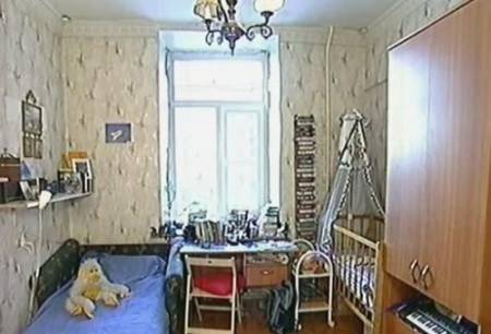 Комната с высокими потолками
