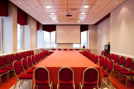 Конференц-залы - традиционное место для потолочных систем
