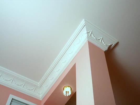 Пенопластовый потолочный плинтус: очень неплохой внешний вид при минимальных расходах.