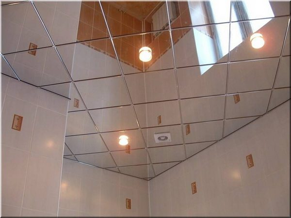 Потолок, отделанный пвх плиткой