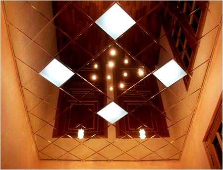 Пример потолка из пвх плитки со скрытым освещением