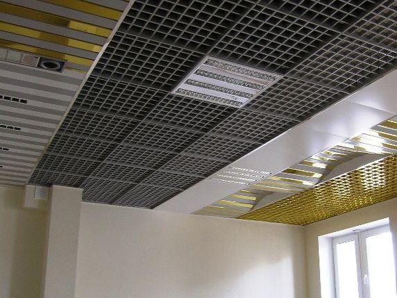 Потолок дизайнерского класса разноуровневый - это объемная обрешетка на потолок.