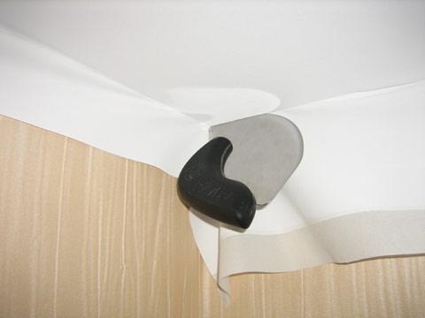Во время заправки ткани шпатель должен как бы перекатываться, чтобы не повредить полотно