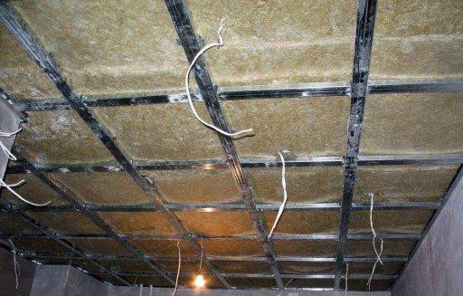 Металлопрофильная обрешетка под монтаж на потолок деревянных панелей