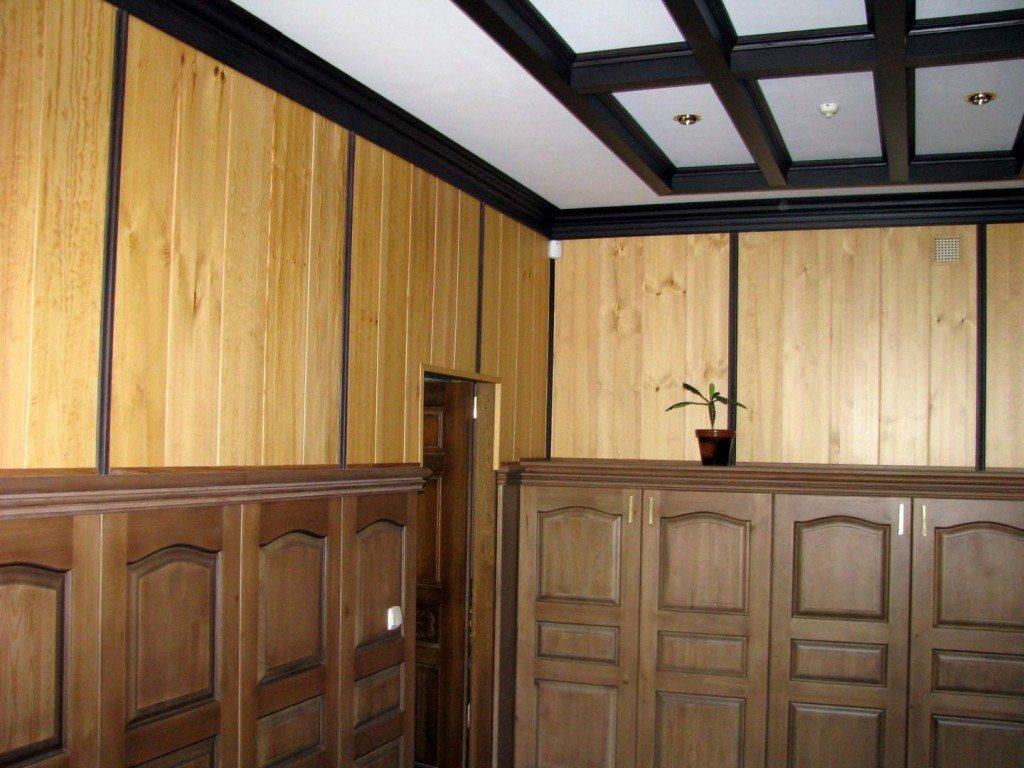 Лучше включить в дизайн помещения еще один-два элемента того же цвета, что и плинтус.